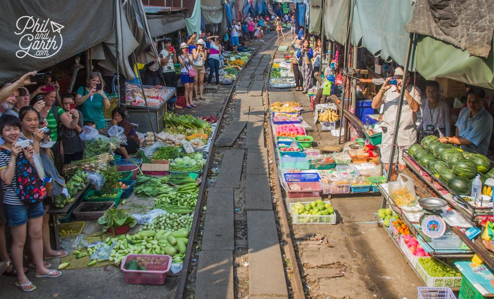 Maeklong_Railway_Market_Bangkok_video_and_review