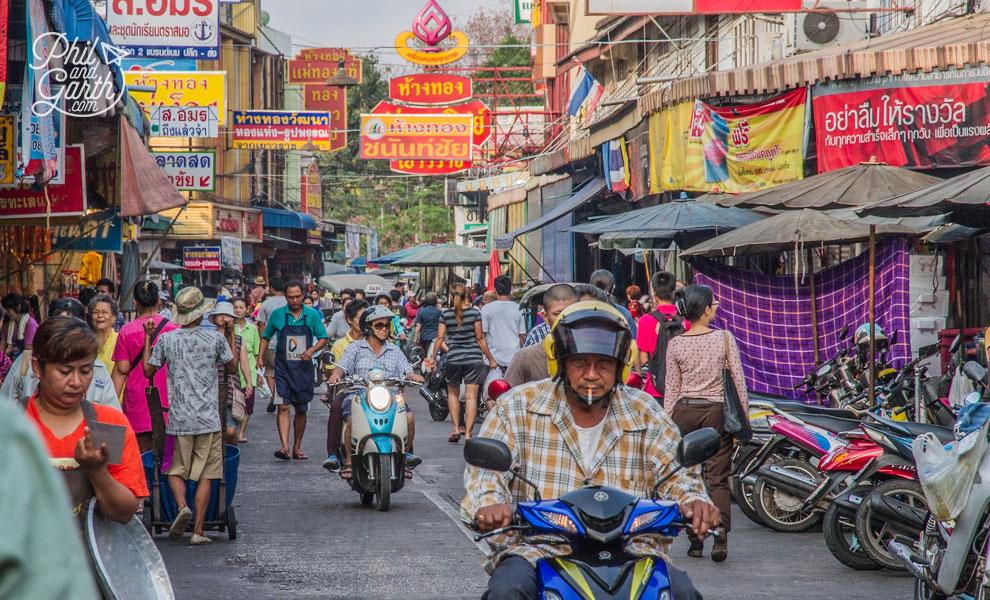Samut_Sakhon_Market_2_Bangkok_video_and_review_flashpacker_tv