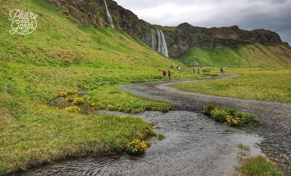 Iceland_Seljalandsfoss_waterfall_path_travel_review