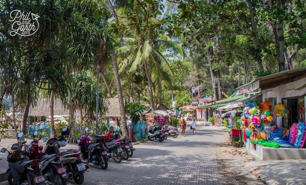 Phuket-surin-hotel-nearby-stalls-travel-review