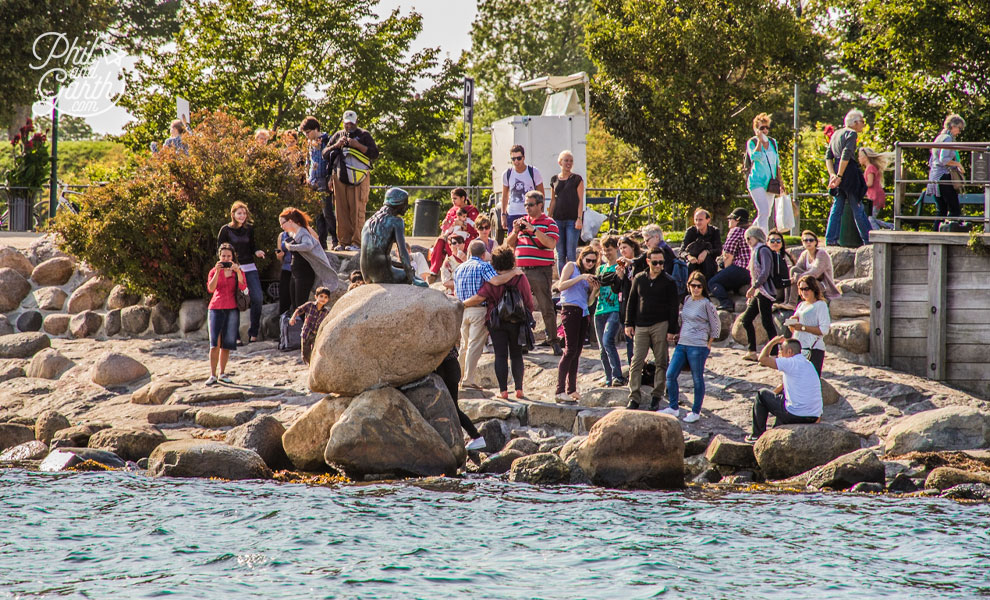 copenhagen_Little_Mermaid_crowds_from_river_travel_review_and_video