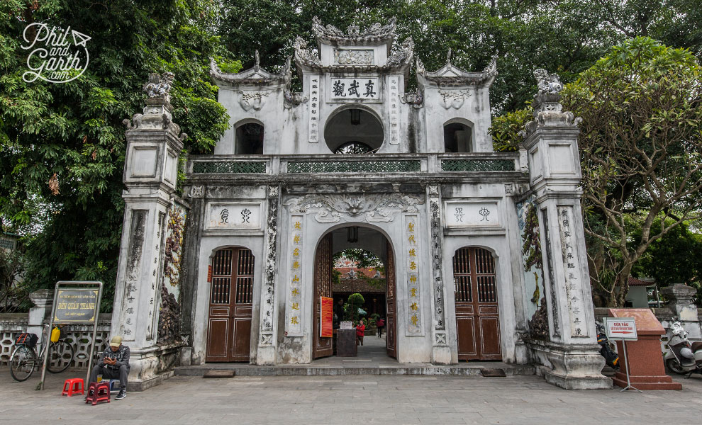 The impressive entrance of Quan Thanh Temple