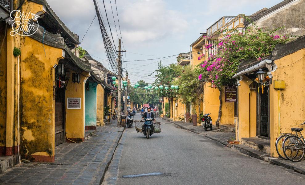 Hoi_An_travel_blog_vietnam_street_