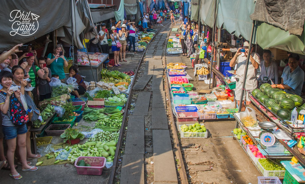 Maeklong_Railway_Market_Bangkok_video_and_review