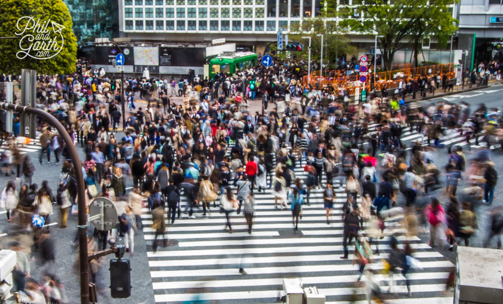 Tokyo_Shibuya_Pedestrian_Scramble_Crossing_travel_review_and_video