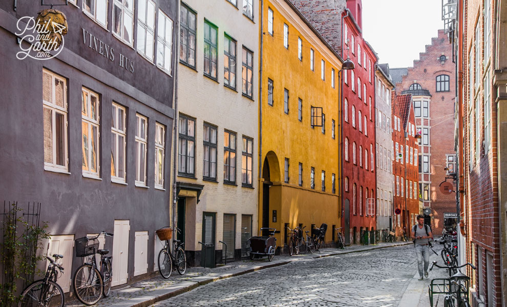 copenhagen_Magstraede_oldest_street_travel_review_and_video