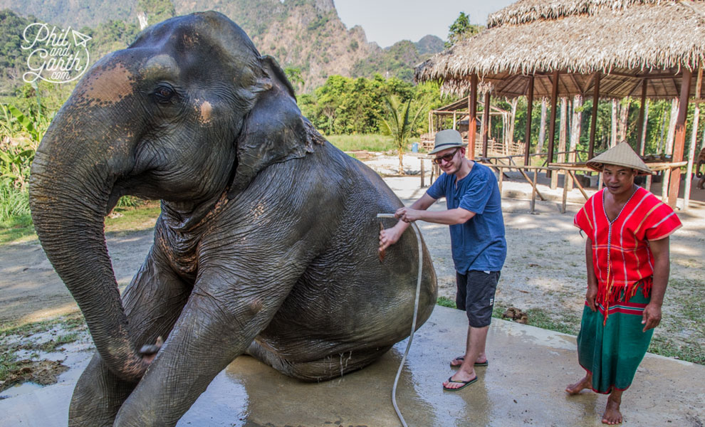 khao_sok_elephant_hills_garth_washing_elephant_travel_review_and_video