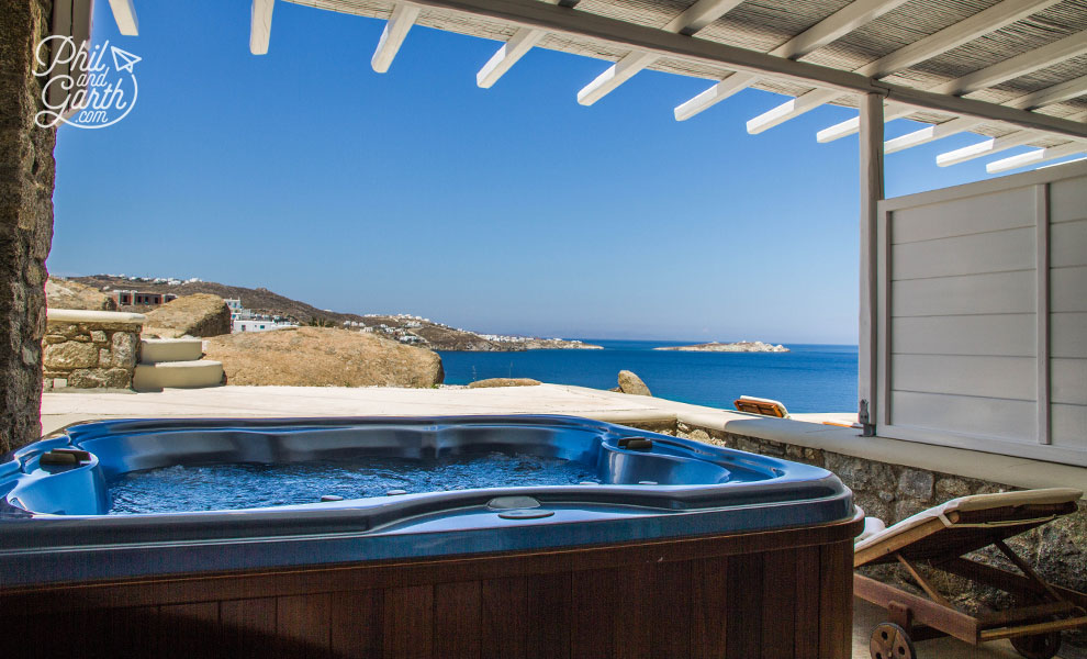 mykonos_bill_and_coo_suites_jacuzzi