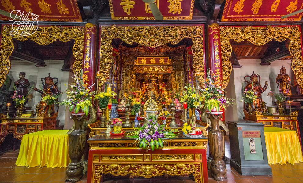 Inside the Tran Quoc temple