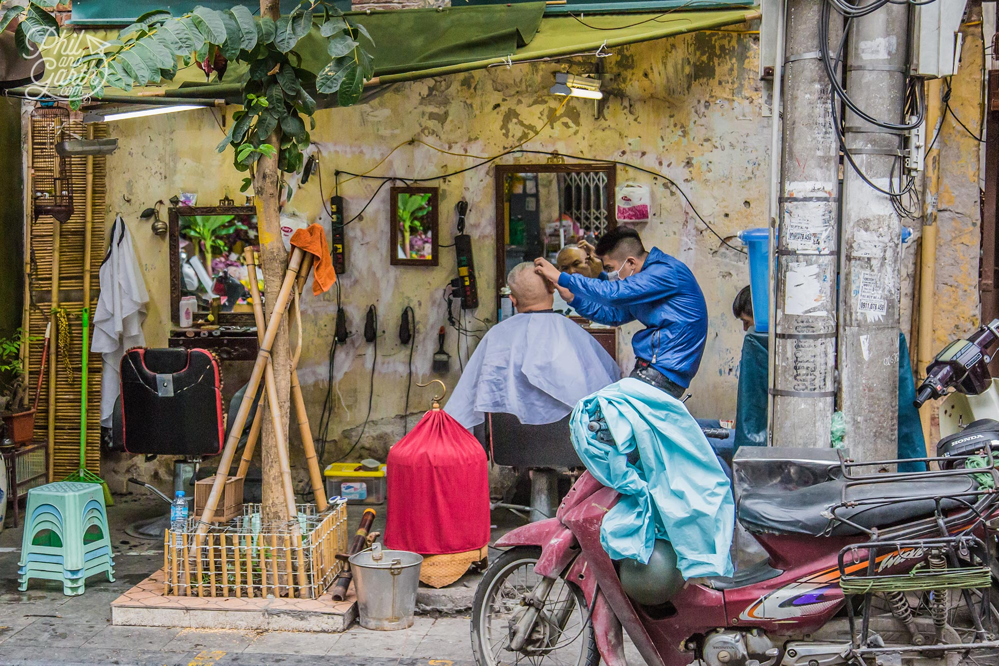 How's this for an alfresco barber's shop?