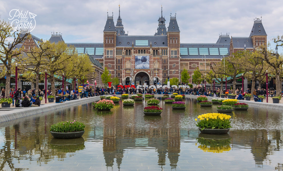 The Rijksmuseum & I Amsterdam sign