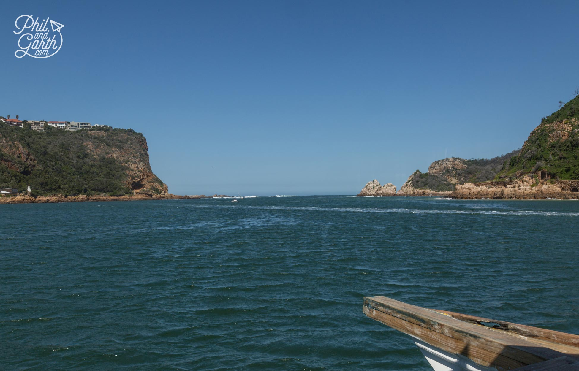 The Knysna Heads - 2 Sandstone cliffs protecting the lagoon from the ocean behind