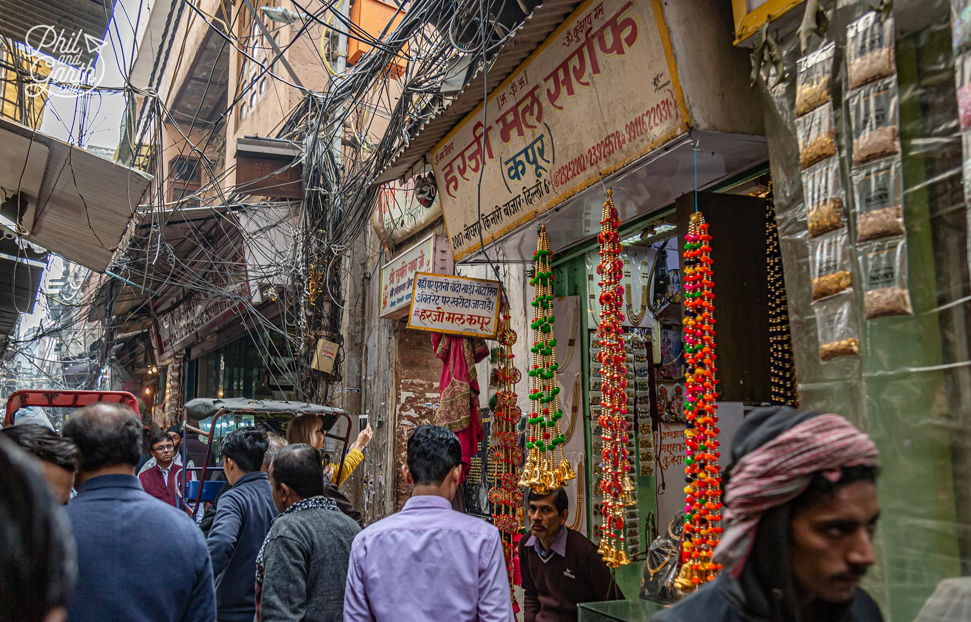 The market is a labyrinthof narrow streets
