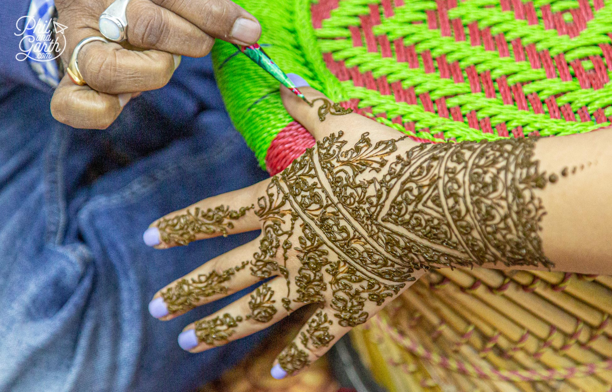 Lessons in henna tattoos