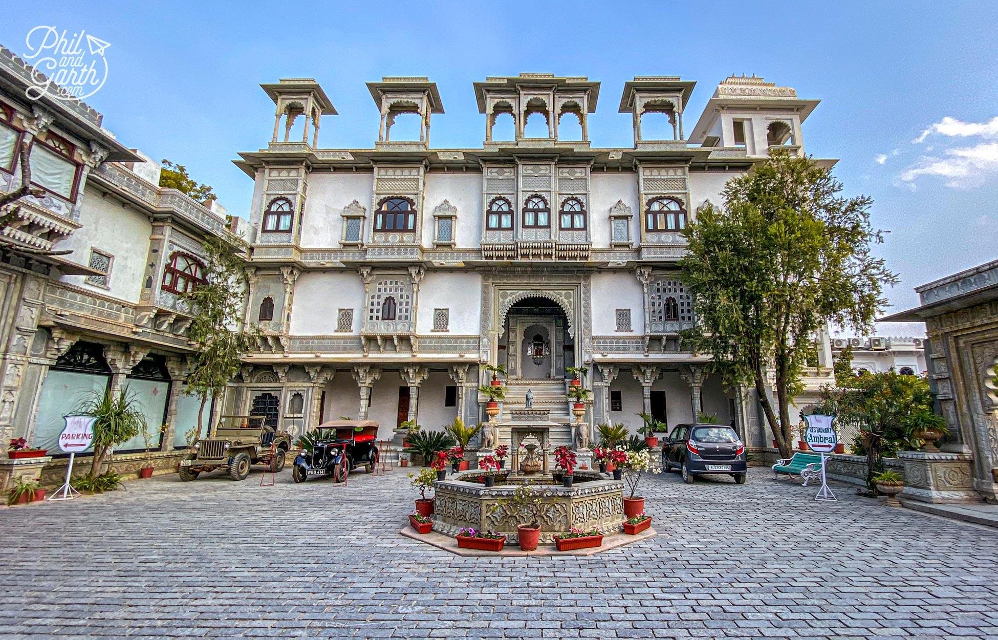 The fabulous entrance to Amet Haveli heritage hotel