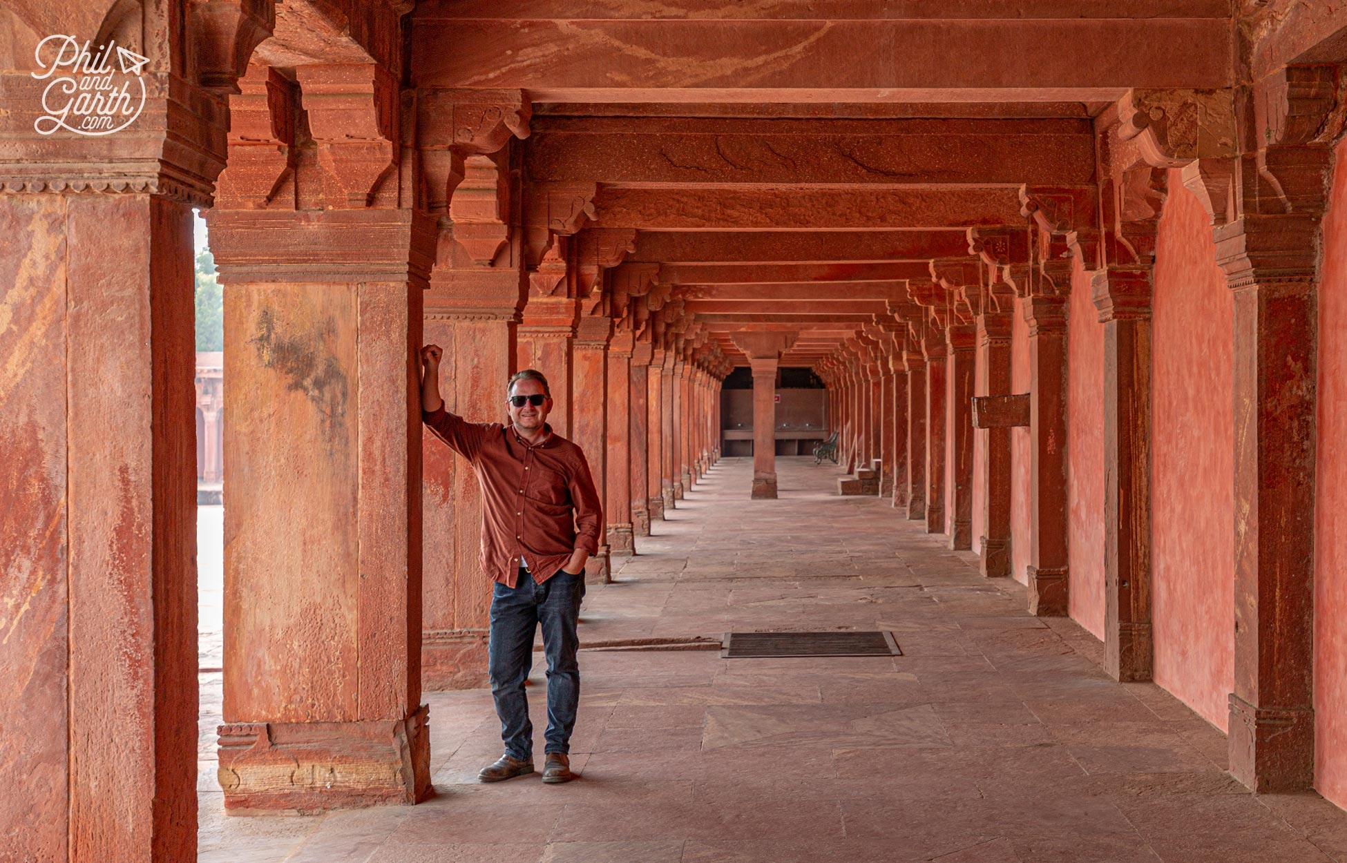 Garth blending into the sandstone walls at Fatehpur Sikri