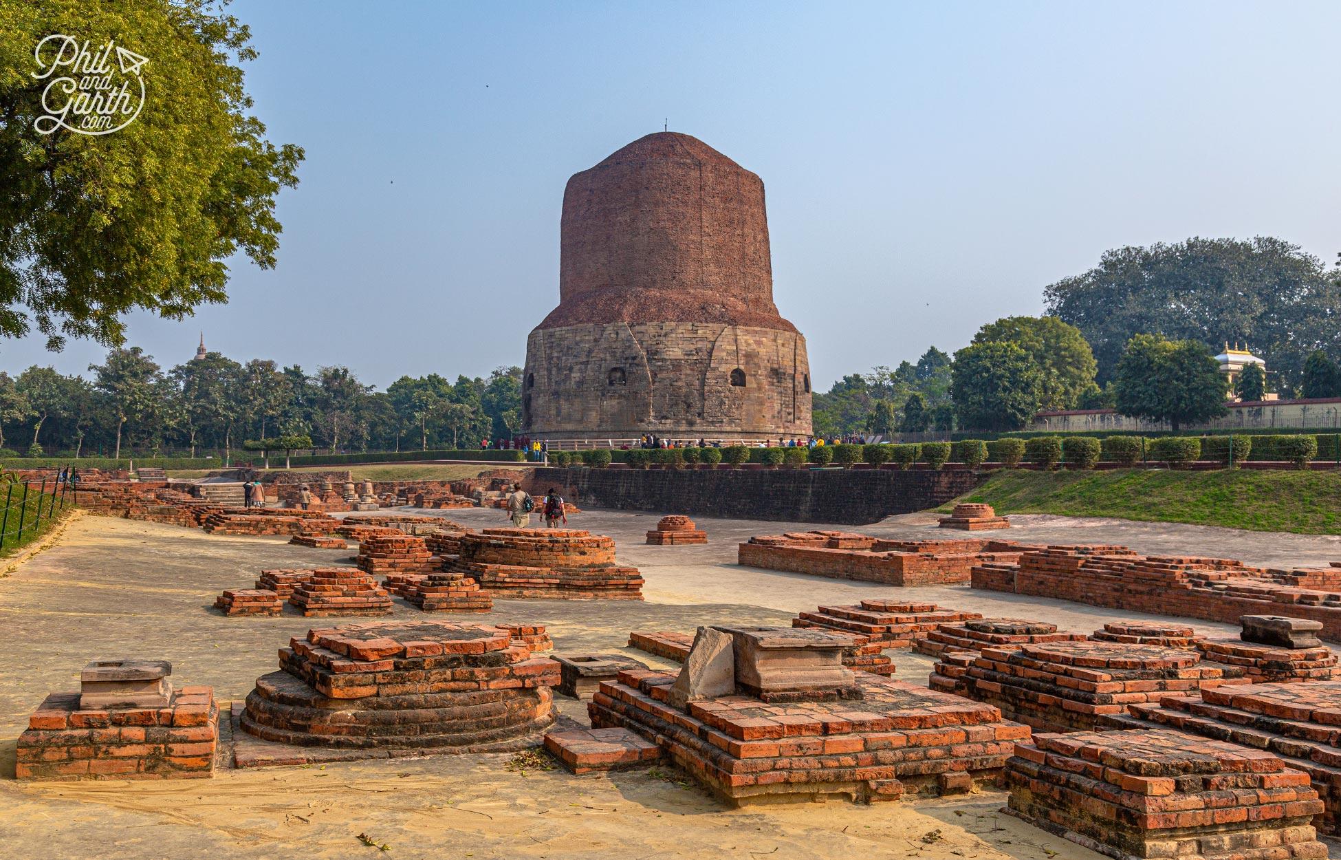 The Dhamek Stupa built in 500AD stillstands at animpressive 43 metres