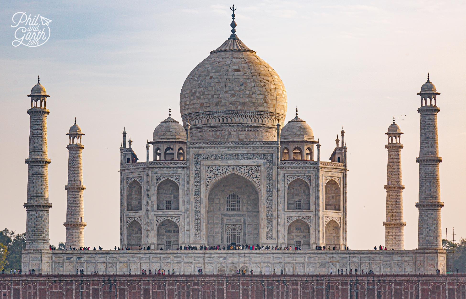 The fabulous Taj Mahal - Thejewel in India's crown