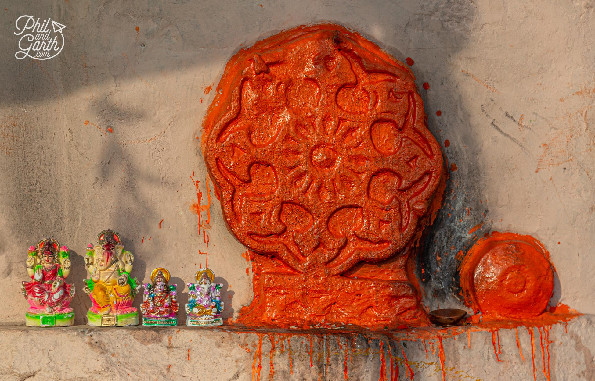 We discovered lots of little shrines on the ghats like this one